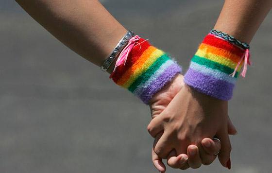 CLM reitera su compromiso de lucha contra la discriminación hacia el colectivo LGTBI