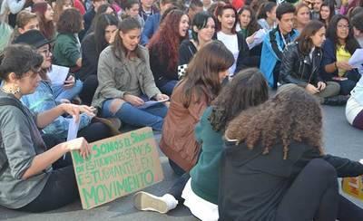 Unos 200 estudiantes se manifiestan en Talavera contra la LOMCE