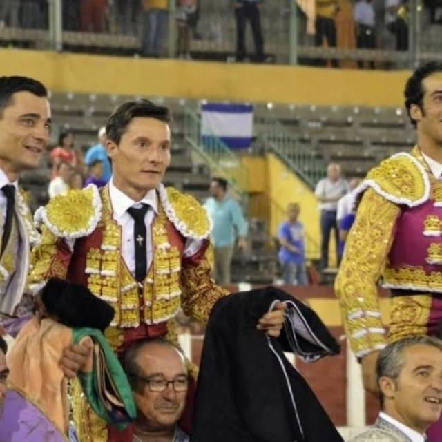 Indulto y salida a hombros de Ureña, Morenito y Urdiales en La Caprichosa'