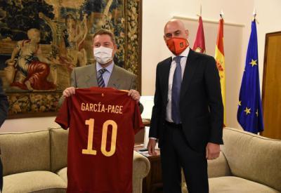 FÚTBOL | Page recibe a Rubiales y Burillo (fotos)