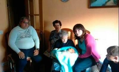 Cinco generaciones talaveranas en una fotografía