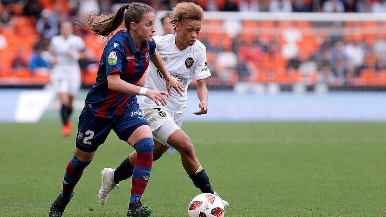 La plataforma 8M DE TOLEDO apoya la huelga del fútbol femenino español - www.lavozdeltajo.com
