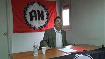 Dimite Fernando Paz, el candidato de Vox que que realizó comentarios homófobos y negó el Holocausto