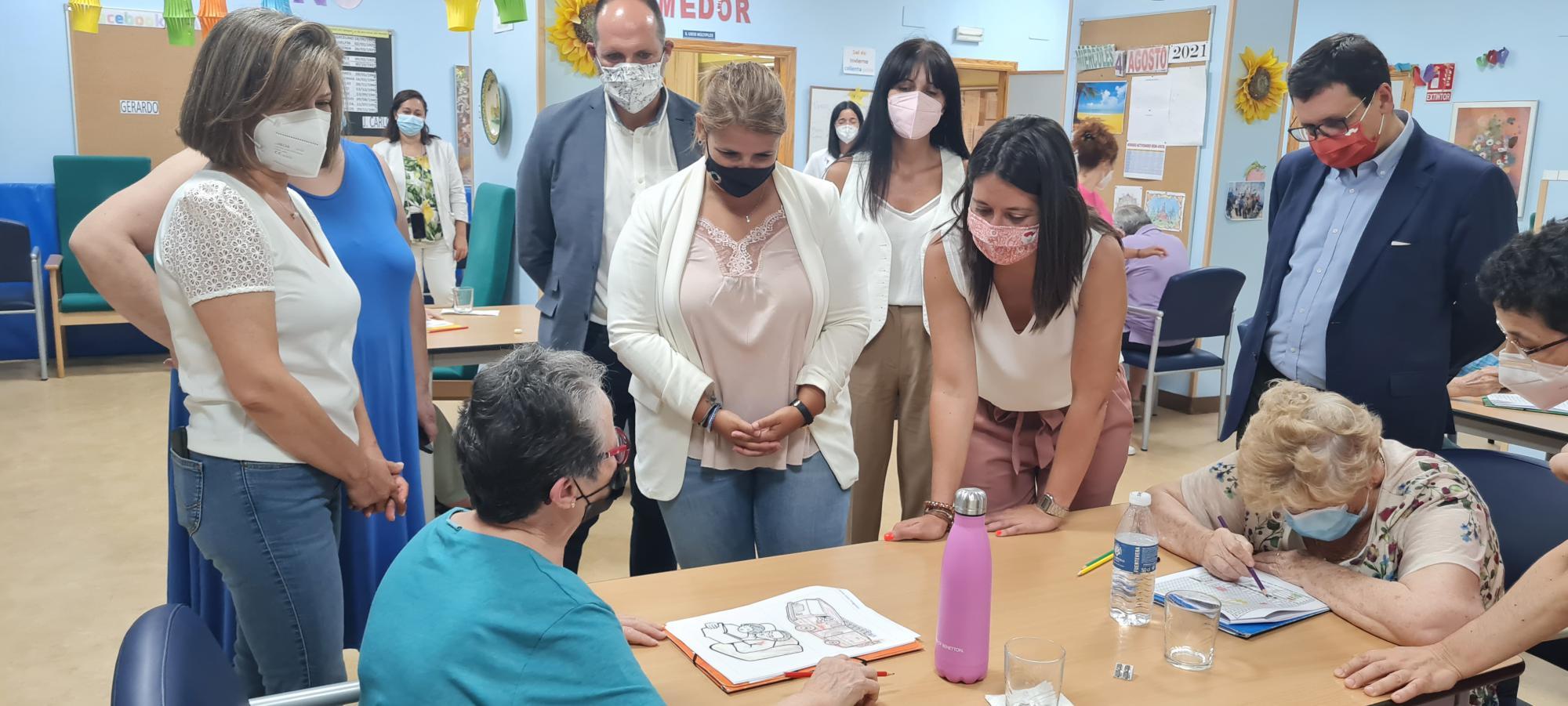 La alcaldesa elogia la labor realizada por AFATA