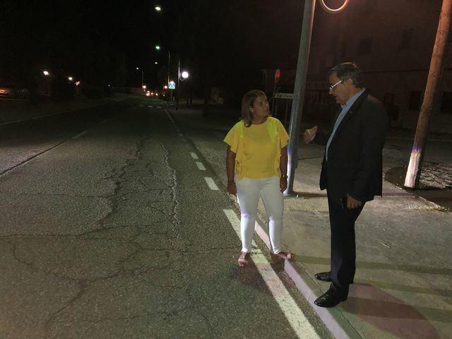 La consejera de Fomento visita la travesía de Velada para estudiar las soluciones que mejoren sus condiciones