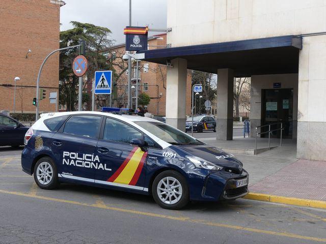 La Policía Nacional detiene a un varón que amenazó a una mujer con lesionar a su hija menor de edad si no le entregaba el bolso