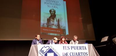 El IES Puerta de Cuartos y Grupo Planeta traen a Talavera al escritor Santiago Posteguillo