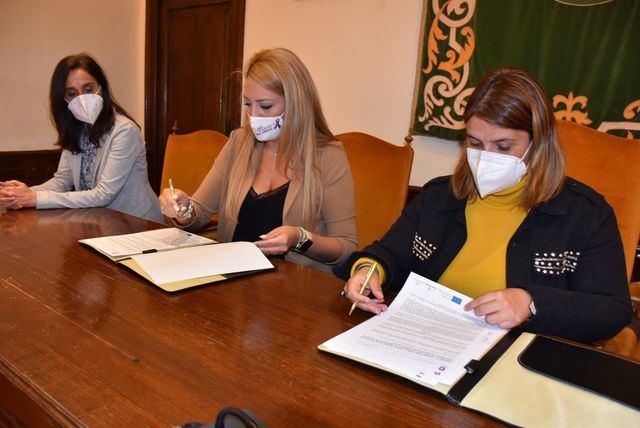 TALAVERA | Convenio contra los malos tratos