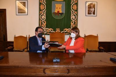 TALAVERA | El Ayuntamiento renueva su apoyo con la Junta de Cofradías para mantener la promoción de la Semana Santa