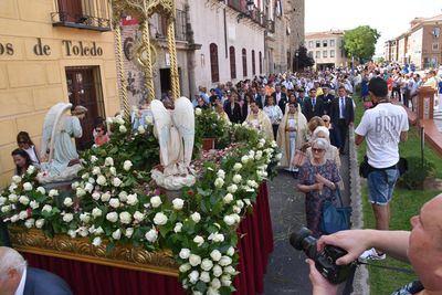 Talavera celebra la colorida procesión del Corpus Christi