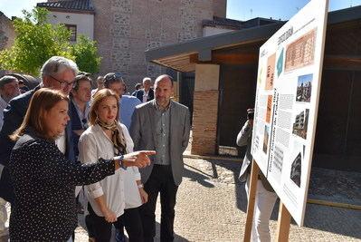 Inauguración de la exposición sobre los maestros de la arquitectura en Talavera de la Reina