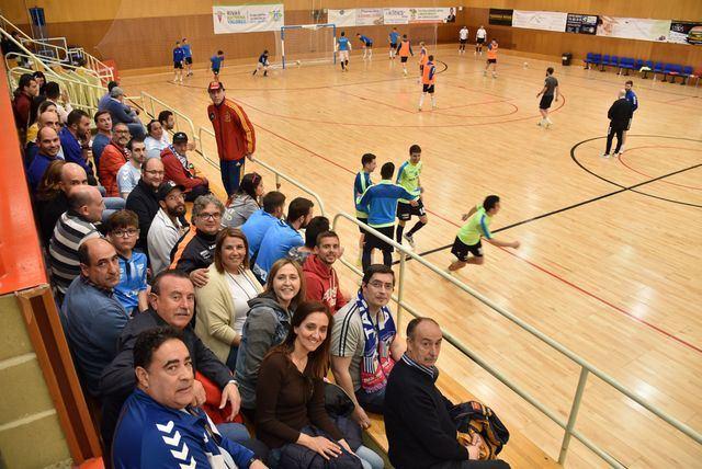 La candidata a la alcaldía asiste al partido entre el Soliss FS Talavera y el Rivas Futsal