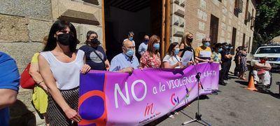 Minuto de silencio en Talavera por las 13 mujeres asesinadas