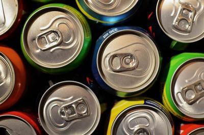 CLM regulará la venta de bebidas azucaradas para combatir la obesidad infantil