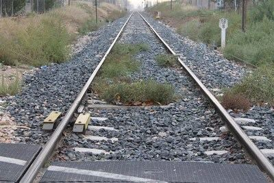 Fallece el conductor de un camión tras chocar con un tren en un paso a nivel de Calera y Chozas