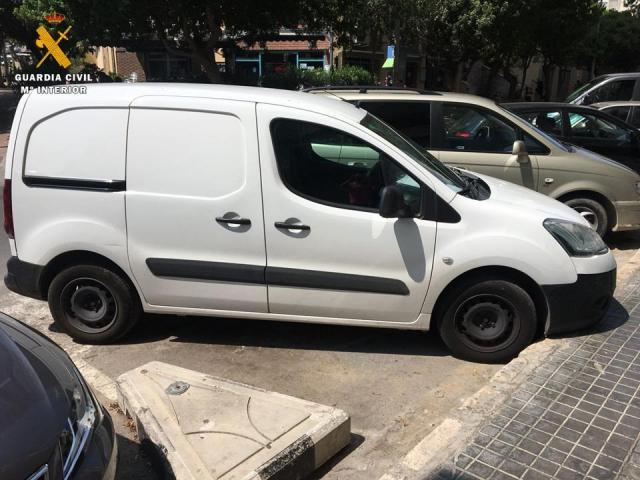 Detenidos tres hombres por un robo con violencia a un conductor de una empresa de reparto en Torrijos