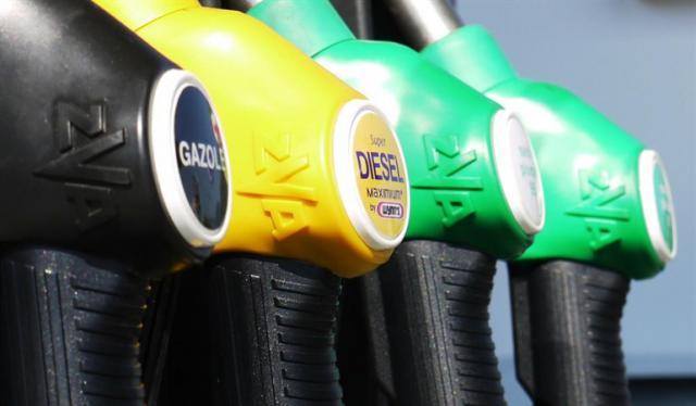 El 12 de octubre llega el nuevo etiquetado del combustible, ¿conoces los nuevos nombres?