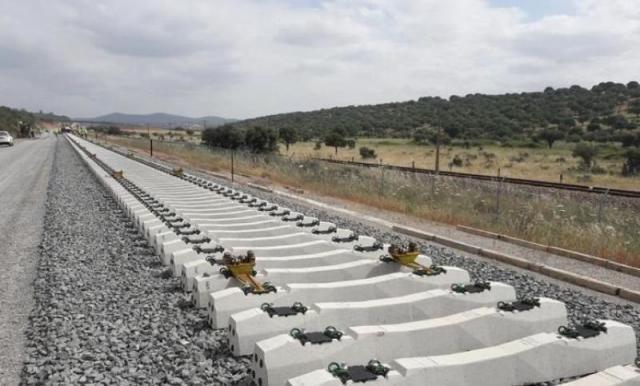 Piden a Page que el AVE Madrid-Talavera tenga parada en Toledo,