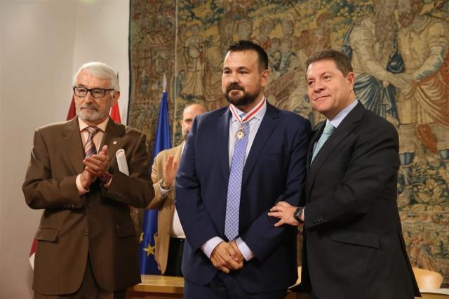 Juan Ramón Amores, Medalla de Oro de Cruz Roja