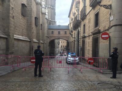 Abierta la calle Arco de Palacio de Toledo tras la caída de una piedra desde la torre de la Catedral