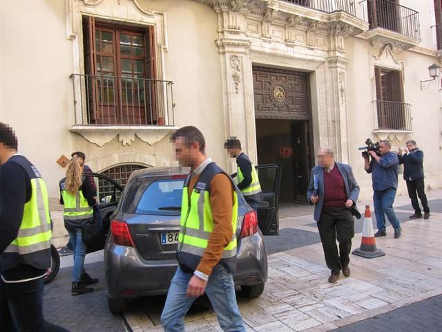 La Policía Nacional registra la sede de la Confederación Hidrográfica del Segura