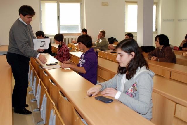 La Junta convoca 40 becas a la excelencia académica para universitarios