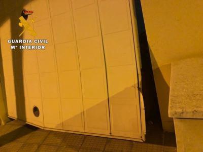 Detenidos cuando robaban tras el aviso que hizo un menor escondido bajo una cama de la vivienda