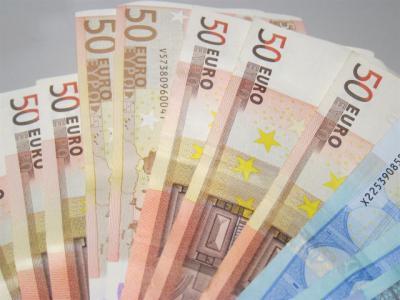 Dos jóvenes encuentran 150 euros y los entregan a la Policía Local