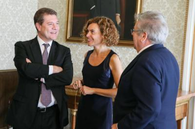 El presidente del CLM, Emiliano García-Page y Meritxell Batet, ministra de Política Territorial / Archivo