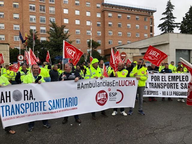 Los trabajadores del transporte sanitario anuncian huelga