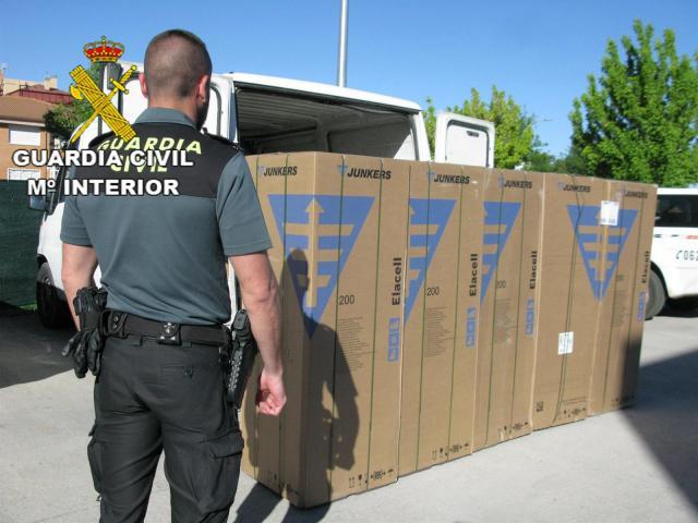 Dos detenidos tras robar cinco calderas de un camión estacionado en un polígono