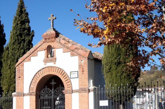 Roban más de sesenta crucifijos de lápidas del cementerio de Cabanillas
