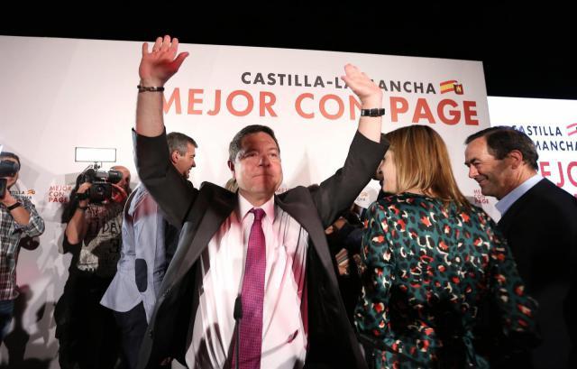 Emiliano García-Page celebrando la victoria