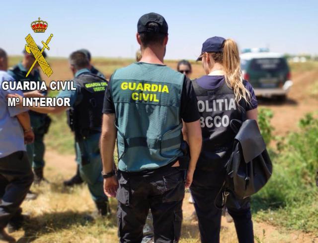 Agentes de España y de Rumanía que controlan la situación de temporeros en Albacete