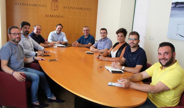 Paco Núñez pide potenciar el Corredor Mediterráneo a su paso por Almansa