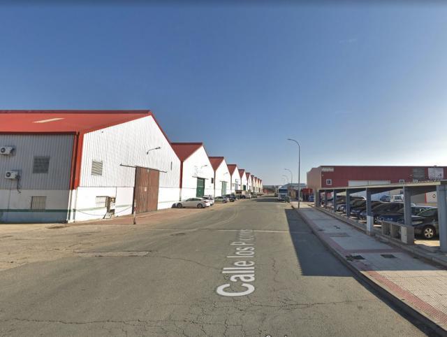 Fallece un trabajador tras caer desde el tejado de una nave industrial