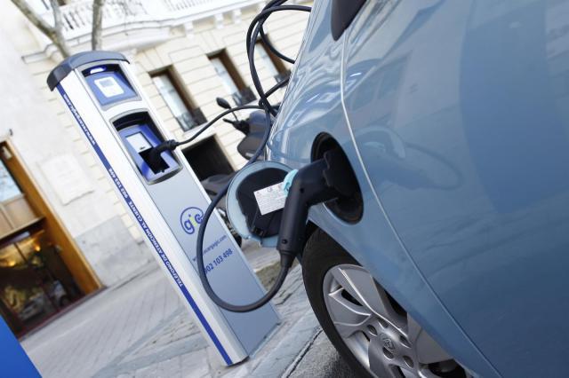 Aumentan las matriculaciones de coches eléctricos, híbridos y de gas