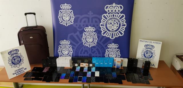 Detenidos 20 aluniceros por desvalijar 32 tiendas de telefonía