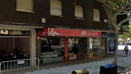 Buscan una persona tras atracar con un cuchillo una tienda de telefonía en el centro de Toledo