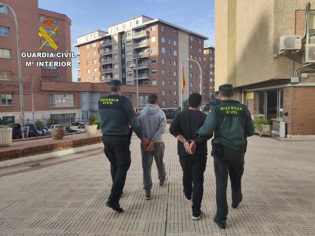 Detenidos dos transportistas por robar móviles, cámaras o perfumes del semirremolque que conducían