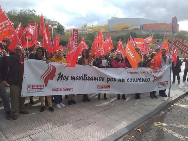 Trabajadores del sector de la dependencia exigen que se garantice un salario mínimo de mil euros
