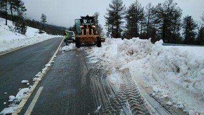 Un autobús con 30 pasajeros queda atrapado por la nieve en Las Majadas