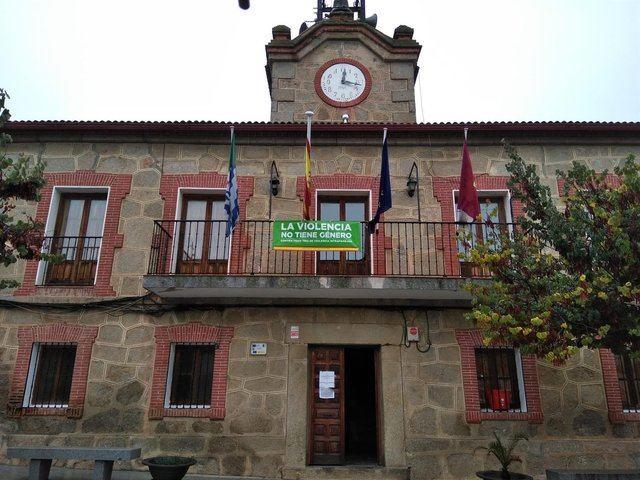 Exigen la retirada de una pancarta de Vox en el Ayuntamiento de Cervera: