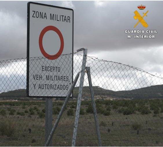 Dos detenidos por desobedecer y entrar un campo de maniobras militares
