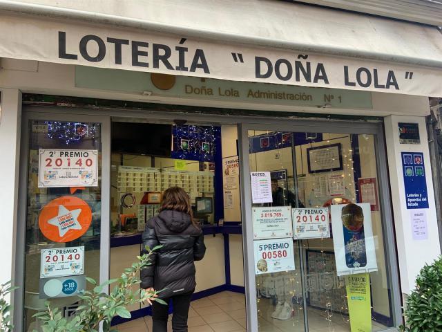 'Doña Lola' en Toledo vuelve a repartir un gran premio con el 750: 'Siempre damos premios con números feos'