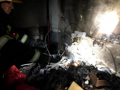Tres afectados por el incendio del belén de una vivienda