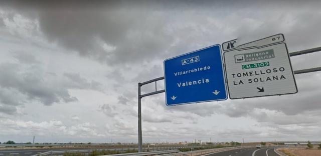 Cortada la A-43 en Villarrobledo por el incendio de un tráiler