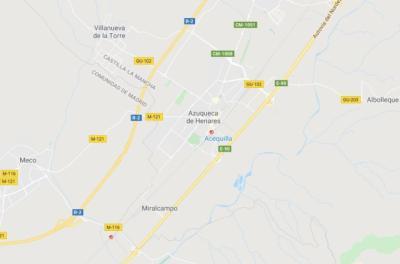 Dos profesoras y varios alumnos atendidos tras chocar su autobús contra un supermercado en Azuqueca
