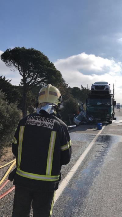 Los fallecidos tras chocar su coche con un camión son dos hombres de 85 y 87 años