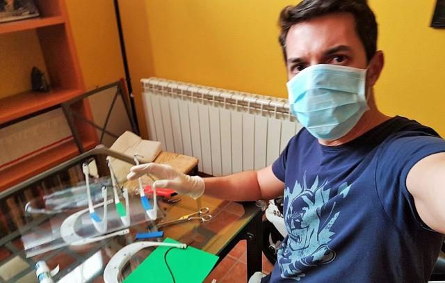 Investigadores de la UCLM trabajan en la confección de mascarillas - UCLM